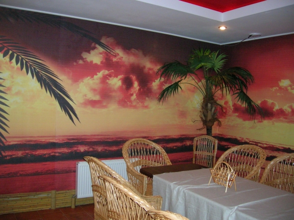 Фотообои в интерьере ресторана