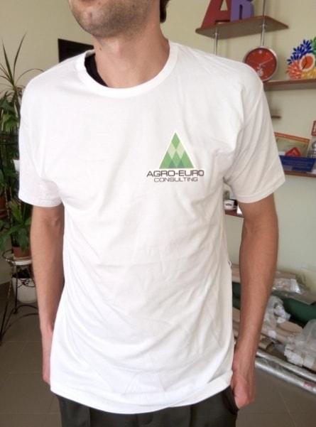 Футболка с логотипом, символикой компании