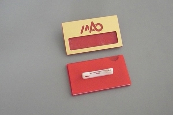 Бейджи з логотипом із пластика