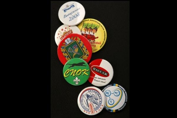 Виготовлення, друк значків з логотипом