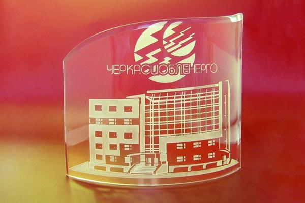 Корпоративная статуэтка с логотипом компании