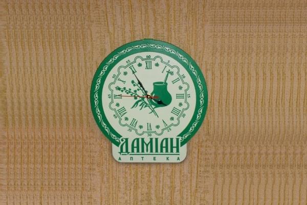 Настенные корпоративные часы с логотипом
