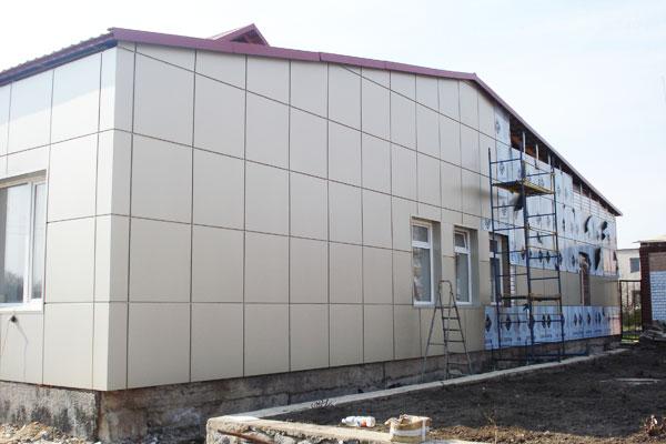 Облицовка здания алюминиевыми композитными панелями