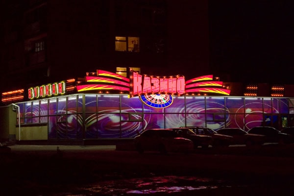 Оформление фасада, входной группы казино