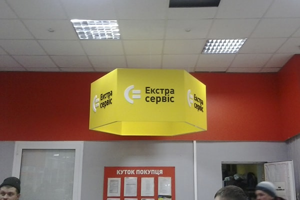 Оформление элементов интерьера магазина техники