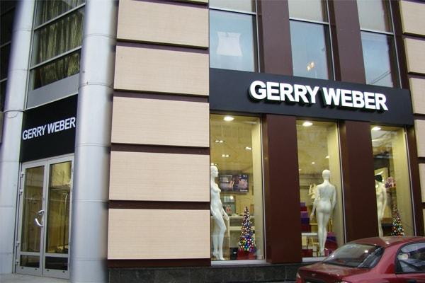 Рекламна вивіска магазина одягу у вигляді об'ємних літер