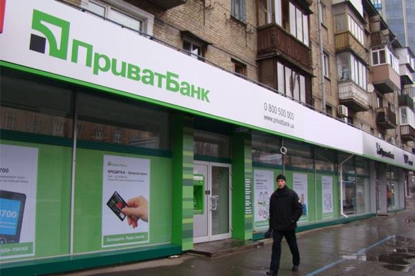 Рекламное оформление фасада банка