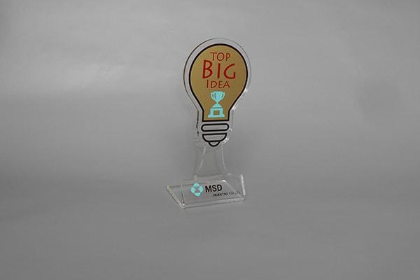 Изготовление пластиковой статуэтки с логотипом