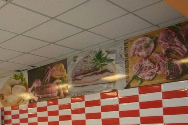 Изготовление рекламных планшетов - оформление интерьера мясного магазина