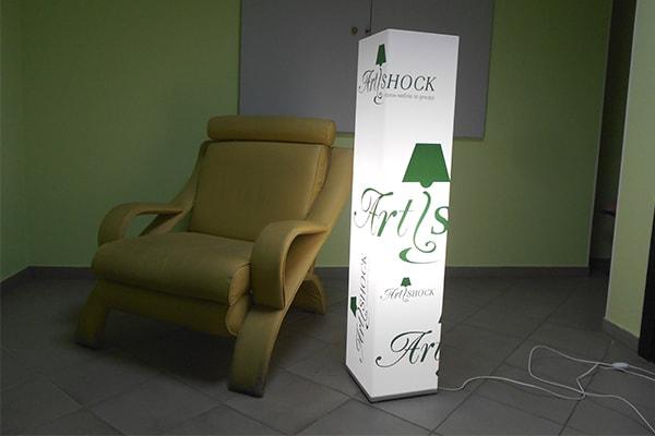 Брендирование светильника из молочного акрила для мебельного салона