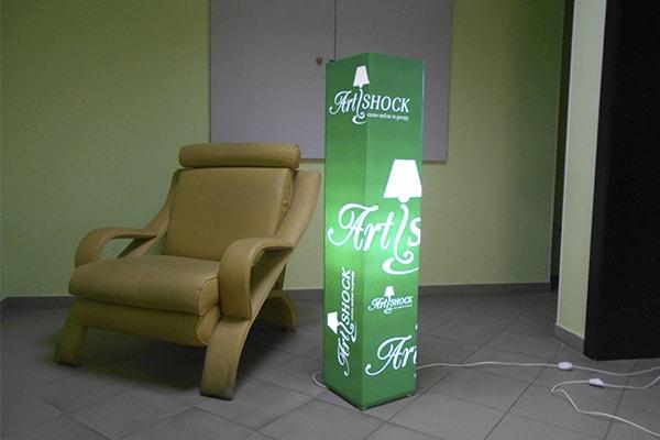 Декоративний світильник в корпоративному стилі для салону мебелі