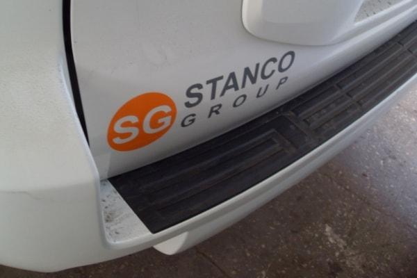 Нанесение, печать логотипа компании на легковой автомобиль