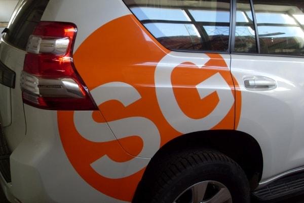 Оформление корпоративного транспорта символикой фирмы