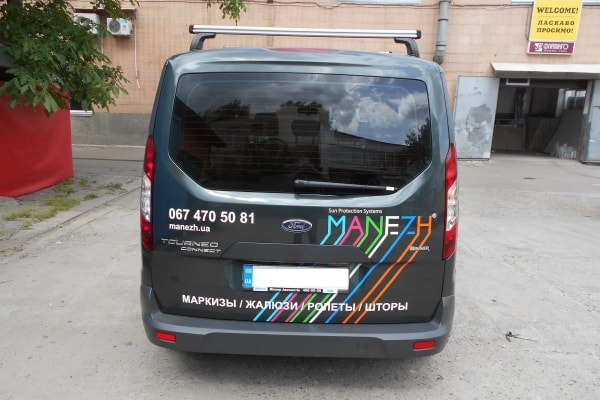Оформление служебного автомобиля рекламой