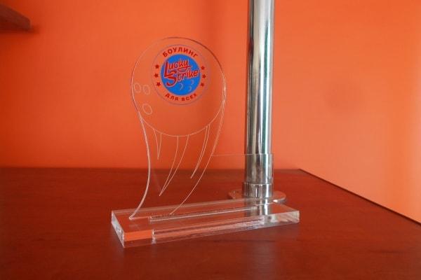 Призовий кубок, статуетка із оргскла з логотипом