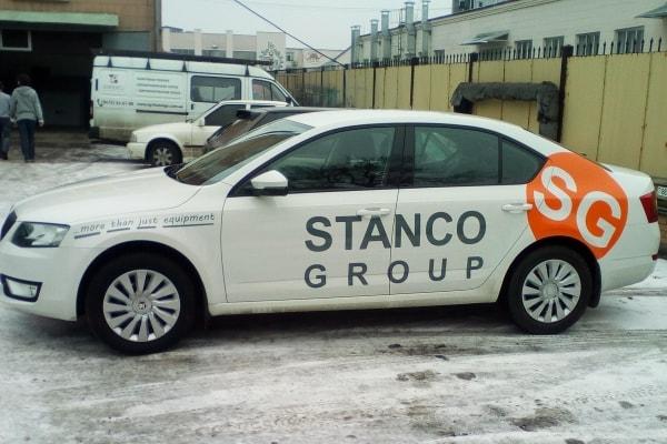 Брендирование легкового автомобиля корпоративной символикой