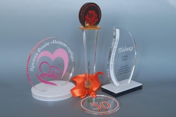 Изготовление наградных кубков, статуэток, медалей из акрила / пластика в Украине
