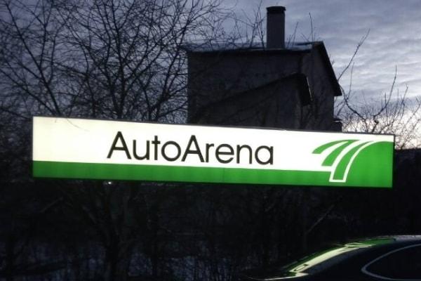 Світлова вивіска для автосалона на металевій опорі