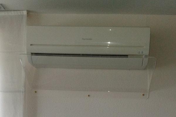 Екран відсікач потоку холодного повітря для кондиціонера в офіс