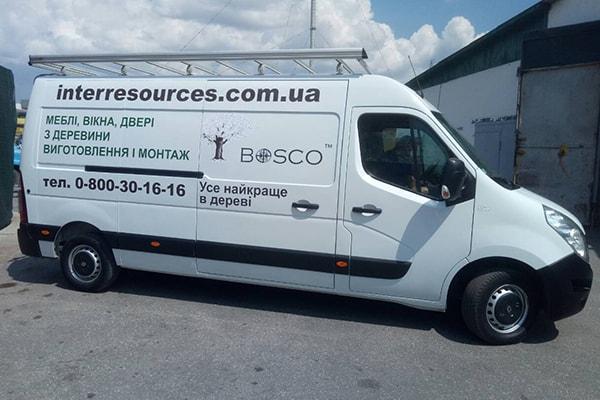Оформление служебного микроавтобуса рекламой, логотипом компании