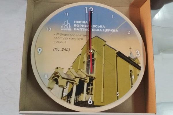Друк на годиннику - настінний годинник з логотипом організації