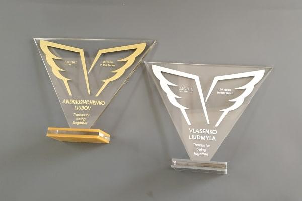 Кубки, статуэтки из акрила (прозрачного оргстекла) с корпоративной символикой, логотипом для награждения сотрудников