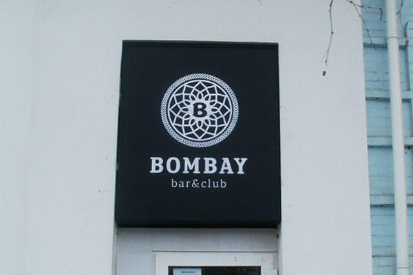 Световая фасадная вывеска над входом в ночной клуб Bombay г. Черкассы