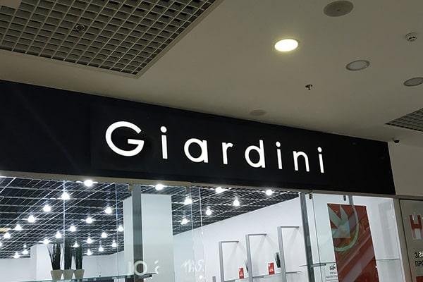 Рекламне оформлення магазина в торгівельному центрі - світлова вивіска для магазина взуття