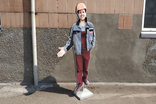 Ростова фігура в формі дівчини для будівельного магазина