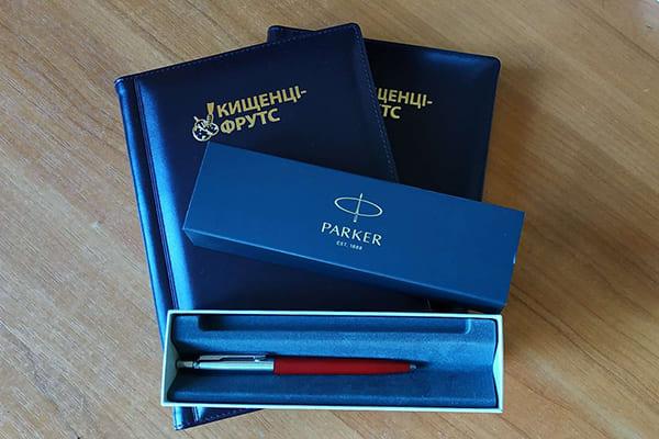 Бізнес сувеніри з логотипом компанії - щоденники, ручки