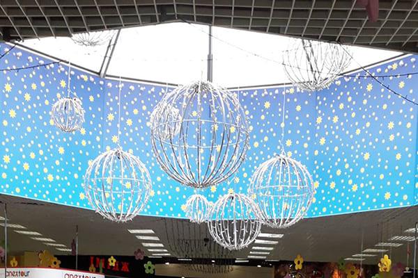 Декоративне, новорічне оформлення торговельного центра