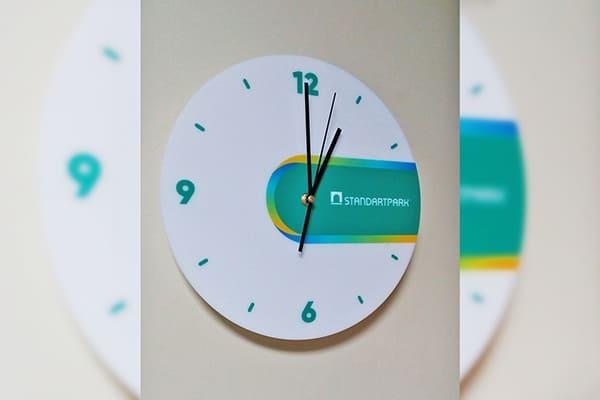 Подарочные часы с логотипом компании
