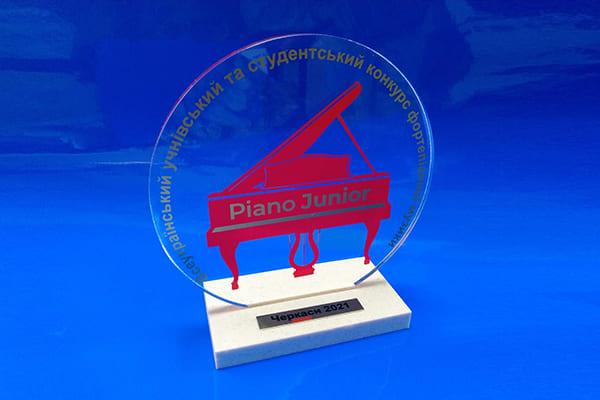 Нагородна атрибутика для музичного конкурса - кубок із акрила