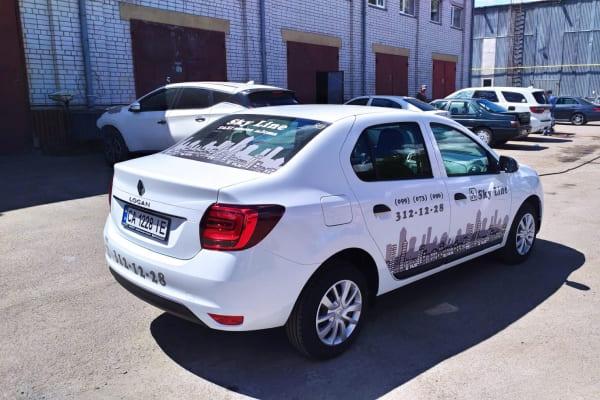 Рекламное оформление корпоративного автомобиля - нанесение логотипа и контактной информации