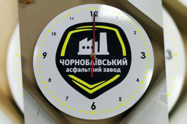 Виготовлення годинників з логотипом для асфальтного завода